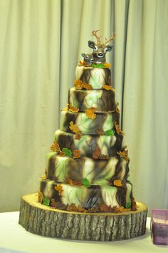 Camoflauge Wedding cake by HBD Designs@Jessica Montgomery thought you would like this...lol! not for the wedding but just in general :)
