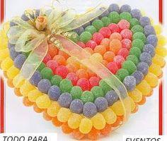 centros mesa corazon de gomitas