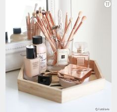 17 gorgeous makeup storage ideas beauty vanity organization ideas wooden tray makeupwakeup woodenmakeuporganizationdiy diy simple makeup room ideas organizer storage and decorating Diy Makeup Organizer, Makeup Organization, Make Up Organization Ideas, Makeup Brush Storage, Vanity Table Organization, Dressing Table Organisation, Make Up Organiser, Bedroom Organization, Beauty Organizer