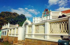 #chettinad #architecture #house #exterior #tamilnadu Village House Design, Village Houses, Chettinad House, Exterior, Mansions, Architecture, House Styles, Instagram Posts, Outdoor