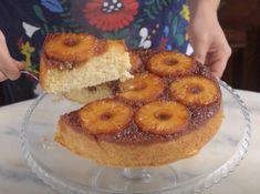 INGREDIENTES 1 xícara de açúcar + 1 ¾ xícaras para o bolo 400g de abacaxi ½ xícara de leite ½ xícara de leite de coco 3 claras de ovos 150g de manteiga 100g de coco ralado 2 ¼ xícaras de farinha de trigo 4 colheres de chá de fermento químico...