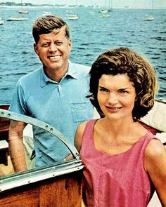 Jack and Jackie Kennedy boating ♥