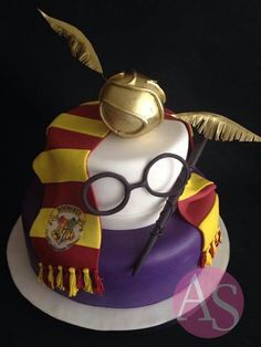 Pastel the Harry Potter. - Pastel the Harry Potter. Harry Potter Torte, Harry Potter Birthday Cake, Theme Harry Potter, Harry Potter Food, Harry Potter Cake Decorations, Fancy Cakes, Cute Cakes, Novelty Cakes, Creative Cakes