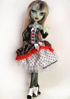 Vestido confeccionado a mano para muñeca mosnter high de RopitasKawaii en Etsy