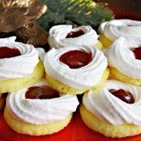 Recept : Linecké sněhové věnečky | ReceptyOnLine.cz - kuchařka, recepty a inspirace Christmas Candy, Christmas Cookies, Ron, Relleno, Biscotti, Food Videos, Yummy Treats, Cheesecake, Food And Drink