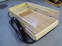 Old school style bike trailer. Now that's a job for Pallet wood if ever their was one. Some really good welding done on this baby too. Bike Cargo Trailer, Cargo Trailers, Utility Trailer, Cool Bicycles, Vintage Bicycles, Cool Bikes, Sidecar, Chariot Velo, Bike Cart