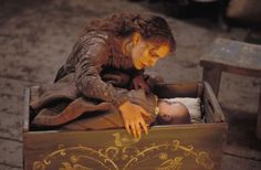 COLD MOUNTAIN | Sara (Natalie Portman) & her infant child