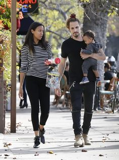 Zoe Saldana and Marco Perego step out with their twins Cy and Bowie on December 2015 Mixed Couples, Black Couples, Cute Couples, Zoe Saldana, Interracial Family, Mature Interracial, Interacial Couples, White Couple, Dad Baby