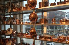 Kupferkessel von Mauviel im Kölner Kochhaus Gadget, Coffee Maker, Copper, Kitchen Appliances, Flat, Home, Kettle, Cooking, Coffee Maker Machine