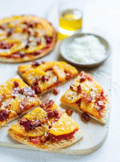 Pizza pita courge butternut et bacon Best Pizza Dough, Good Pizza, Bacon Recipes, Pizza Recipes, Yummy Recipes, Garden Vegetable Recipes, Pita Pizzas, Easy Homemade Recipes, Weekday Meals