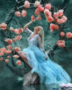 Let the music and rain relax you 🌳💚💙 animation Enchanted tree animation I made Beautiful Fantasy Art, Beautiful Gif, Beautiful Fairies, Beautiful Pictures, Fantasy Photography, Girl Photography, Beautiful Women Videos, Enchanted Tree, Animated Love Images