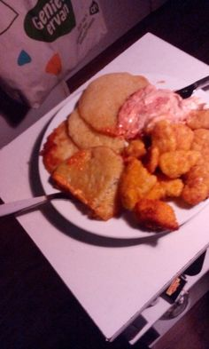 Chickennuggets mit Reibekuchen und MayoSambaloleksauce, guten Appettit!