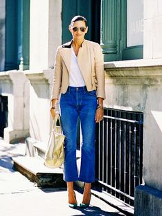 New year, new denim? Here's a tip: give the crop flare a try. While my skinny jeans will forever be my go-to, the crop-flare has become my new of-the-moment favorite. Mode Outfits, Casual Outfits, Jenna Lyons, Estilo Denim, Look Blazer, Cropped Jeans, Denim Jeans, Denim Trends, Denim Fashion
