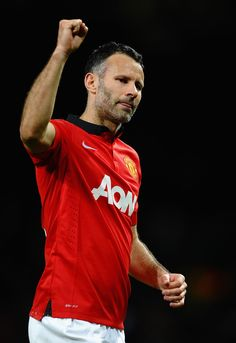 Manchester United stars Michael Carrick, Patrice Evra and Phil Jones hailed Ryan Giggs after his Champions League appearance against Olympiacos. Michael Carrick, Manchester United Legends, Phil Jones, Champions League, Polo Ralph Lauren, Soccer, The Unit, Football, Mens Tops