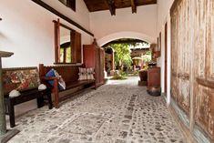 Échale un vistazo a este increíble alojamiento de Airbnb: Casa Colibri - Beautiful House - Casas en alquiler en Antigua Guatemala