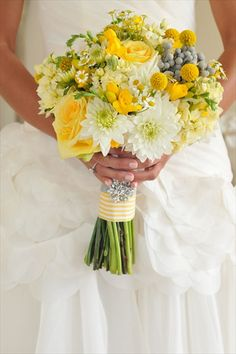 To me, this bouquet is the perfect mix of casual, late summer flower, but still classic and elegant.