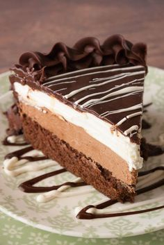 If you LOVE Olive Garden's Black Tie Mousse Cake as much as I do surely you want to make it at home! This copycat recipe tastes just like the real thing! Party Desserts, Just Desserts, Delicious Desserts, Dessert Recipes, Cupcake Cakes, Cupcakes, Shoe Cakes, Chocolate Desserts, Chocolate Mousse Cheesecake