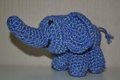 Crochet glittering blue elephant / Heklet glittrende blå elefant