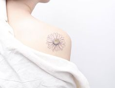 Elegant daisy tattoo by Mini Lau