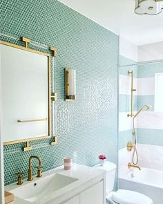 Beautiful bathroom remodel and complete transformation to this dream bath! Urban farmhouse master bathroom makeover with Delta Faucet. Bathroom Styling, Bathroom Interior Design, Home Interior, Bathroom Storage, Bathroom Organization, Bathroom Shelves, Penny Round Tiles, Design Living Room, Shower Floor
