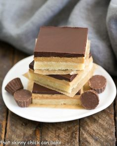 Tagalong Cookie Bars - All the amazing flavors of our favorite Peanut Butter, & Chocolate Girl Scout cookie! Caramel Shortbread, Caramel Chocolate Chip Cookies, Salted Caramel Chocolate, Chocolate Desserts, Homemade Desserts, Fun Desserts, Delicious Desserts, Dessert Recipes, Bar Recipes