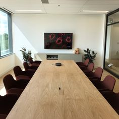 Dreamy Boardroom – Home Office Design On A Budget Danish Chair, Danish Furniture, Home Budget, Kitchen On A Budget, Workplace Design, Home Office Design, Ikea Hack Besta, Common Area, Guest Bedrooms