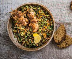 Teplý salát ze zelené čočky a kuřecí špízy   Recepty Albert Paella, Meat, Chicken, Ethnic Recipes, Food, Essen, Meals, Yemek, Eten