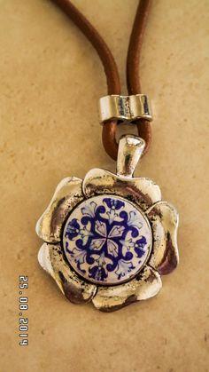 Collar con colgante de metal en forma de flor por LasJoyitasDeMarie, $24.00