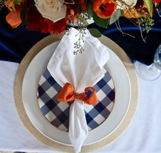 The Easiest DIY Plate Chargers Ever: No Sewing or Painting - Made these for Thanksgiving and really were the best idea. Easy to customize. Charger Plates, Plate Chargers, Wood Chargers, Fall Placemats, Easy Fall Wreaths, Terracotta Plant Pots, Diy Plant Stand, Antique Plates, Sewing Art
