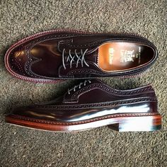 leffot One of our most loved Alden x Leffot makeups is back in stock. The color 8 Longwing on double water lock soles with antique edge. . Features: Barrie Last, Color 8 Shell Cordovan, Double Waterlock Soles. . Visit the link in our bio to shop 2017/01/29 05:48:56