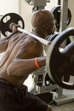Muscle Building Tips. Gain More Mass With These Weight Training Tips! It can be fun to lift weights if you do it safely and correctly. You can enjoy yourself and see the progress of an effective workout routine. Wellness Club, Personal Wellness, Sport Fitness, Fitness Tips, Fitness Motivation, Weight Training, Training Tips, Daily Fiber Intake, Herbalife Distributor