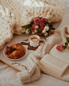 Best bed linens for your home Breakfast Photography, Coffee Photography, Food Photography, Breakfast In Bed, Breakfast Casserole, Breakfast Ideas, Coffee Tumblr, Coffee And Books, Coffee In Bed
