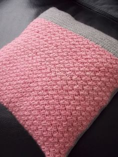 Gehaakte kussenhoes (met link naar gratis patroon) / crochet cushioncover (with link to free pattern)