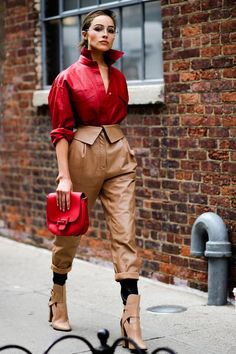 The Best Street Style From New York Fashion Week red and brown leather outfit runway fashion Street Style Trends, New Street Style, New York Fashion Week Street Style, Spring Street Style, Cool Street Fashion, Street Style Looks, Street Styles, Spring Style, Street Chic