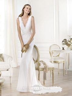 Gorgeous V-neck And V-back Mermaid Wedding Dress Featuring Applique