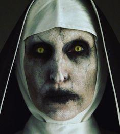 Valak the Nun costume Nun Halloween Costume, Nun Costume, Fete Halloween, Halloween Horror, Halloween 2017, Costume Makeup, Halloween Make Up, Halloween Maze, Diy Costumes