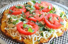 You all know how much I love pizza! I love them all, but now I have another favorite pi. Clean Eating Salads, Clean Eating Chicken, Healthy Eating, Four Cheese Spaghetti Squash, Spaghetti Squash Recipes, Clean Recipes, Healthy Recipes, Ketogenic Recipes, Healthy Dinners