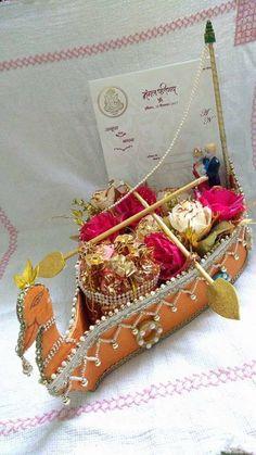 Indian Wedding Gifts, Desi Wedding Decor, Wedding Favours Luxury, Wedding Crafts, Wedding Gift Baskets, Wedding Gift Wrapping, Wedding Cards Handmade, Thali Decoration Ideas, Diy Diwali Decorations