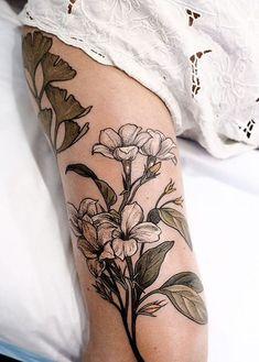 Tatuajes de flores para mujer en el brazo