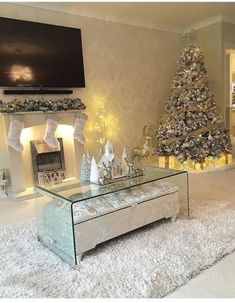 The perfect living room. without kids and a husband The perfect living room. without kids and a husband Classy Christmas, White Christmas, Christmas Home, Merry Christmas, Christmas Ornaments, Christmas Lights, Christmas Ideas, Rose Gold Christmas Decorations, Christmas Centerpieces