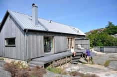 Great proportions and roof pitch in a single-story house similar to what we want to build. Shed Homes, Prefab Homes, Modern Barn, Modern Farmhouse, Weekend House, Small Buildings, Cabin Design, Little Houses, Future House