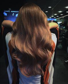 #haircolor #rosebrown #haarvisie #haarvisierijswijk #hairstyle #brownhair #brunette #rose Top Stylist, Brunettes, Hair Goals, Latest Fashion Trends, Girl Hairstyles, Locks, Pixie, Hair Care, Hair Makeup