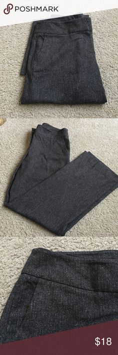 "Anne Klein tweed pants Elegant tweed gray career pants by Anne Klein.Waist about 35"" Hips 42"", Inseam 32.5"". Size 10 women's. Fits a 10-12. In great condition! Anne Klein Pants Boot Cut & Flare"