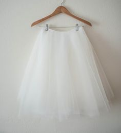 This has to happen soon. Finally one that isn't super poofy and is longer! DIY tulle skirt
