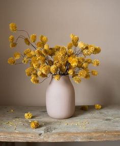 Check out these gorgeous artificial dried thistle stems from Fox Flowers.