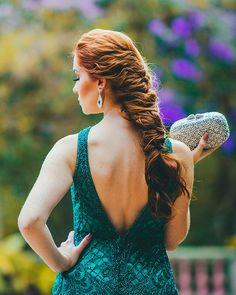 Mais de 40 penteados para madrinhas de casamento de cabelo longo Rita Hayworth, Studio Foto, Desi, Backless, Hair, Dresses, Fashion, Dresses For Beach Wedding, Wedding Hairstyles