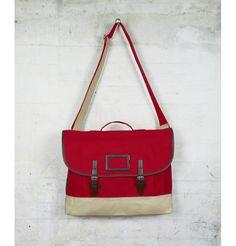 Puedes llevarte este bolso gratis siguiendo a Fred Pery en su facebook: http://www.facebook.com/FredPerrySpain