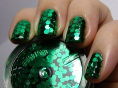 These emerald green nails are amaze!
