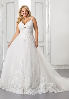 Tulle ball gown wedding dress with sleeveless bodice and v-neck neckline. Plus Size Bridal Dresses, Bridal Wedding Dresses, Wedding Dress Styles, Dream Wedding Dresses, Curvy Bride, Gown Photos, Wedding Dress Pictures, Tulle Ball Gown, Applique Wedding Dress