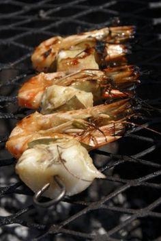 Black tiger prawn and kingklip skewers Wine Ratings, Black Tigers, South African Recipes, Shrimp Dishes, Prawn, Skewers, Fennel, 4 Ingredients, Grilling Recipes